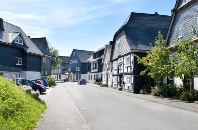 Hellenstraße (links: Haus Quick)